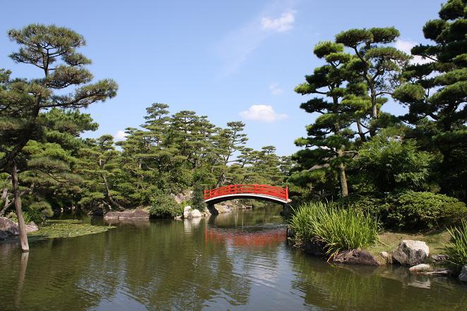 池と橋.jpg